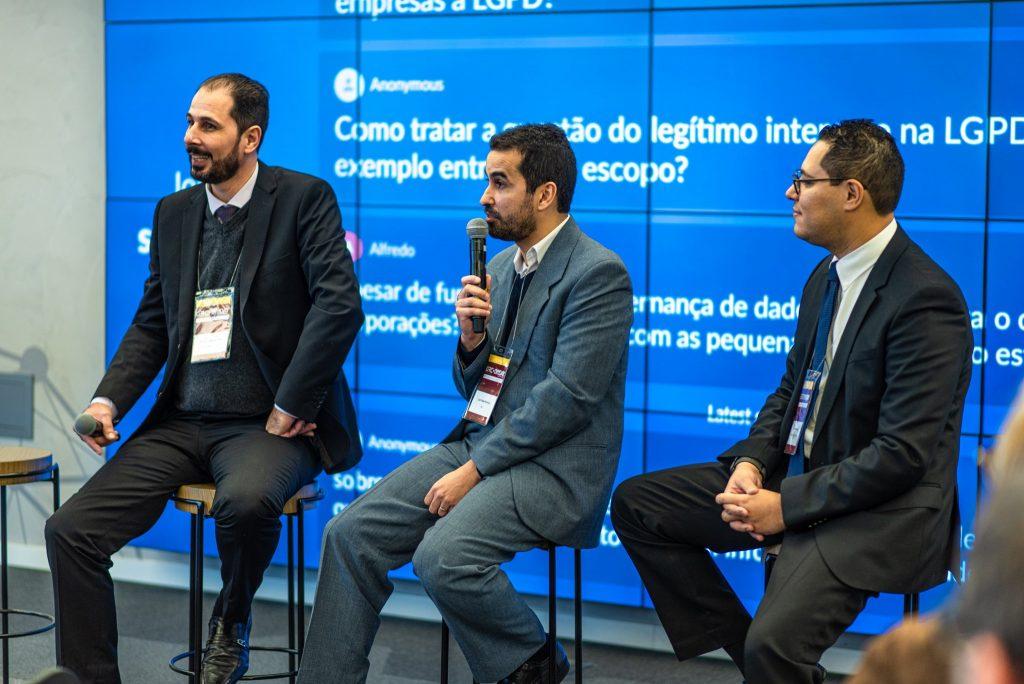 Especialistas em governança de dados discutindo sobre a profissão e seus desafios no cenário que tem como protagonista a LGPD